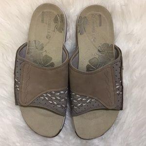 """53f5d44dd07a Merrell Shoes - Merrell """"Lilyfern"""" Sport Slide Sandals size 10"""